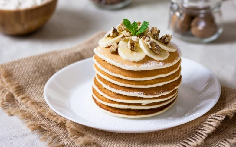 Vegan-friendly pancakes with bananas and nuts