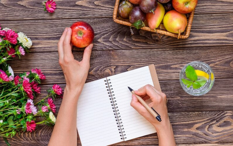 Plan your vegan nutrition - diary and fruit